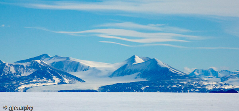 5 Clouds over the Royal Society Range, Antarcticia